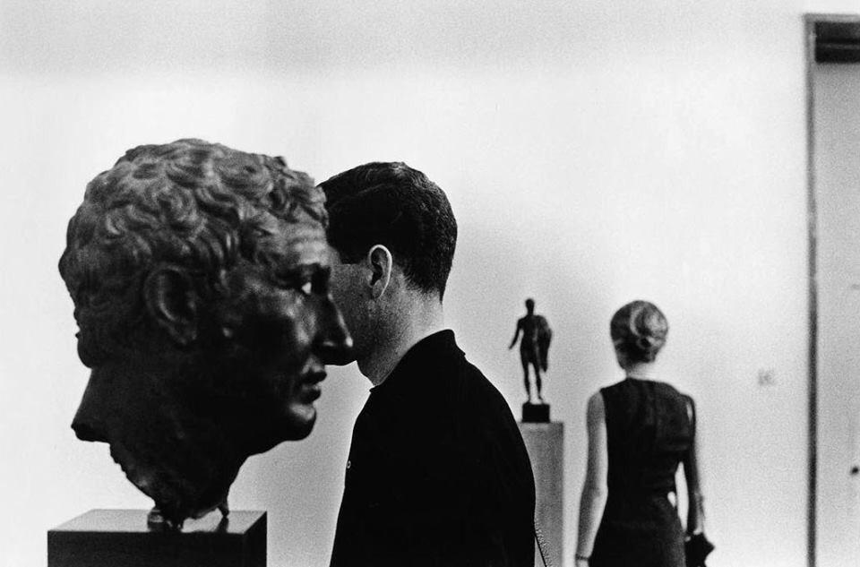 shihlun: Elliott Erwitt, Acropolis Museum in Athens, 1963.