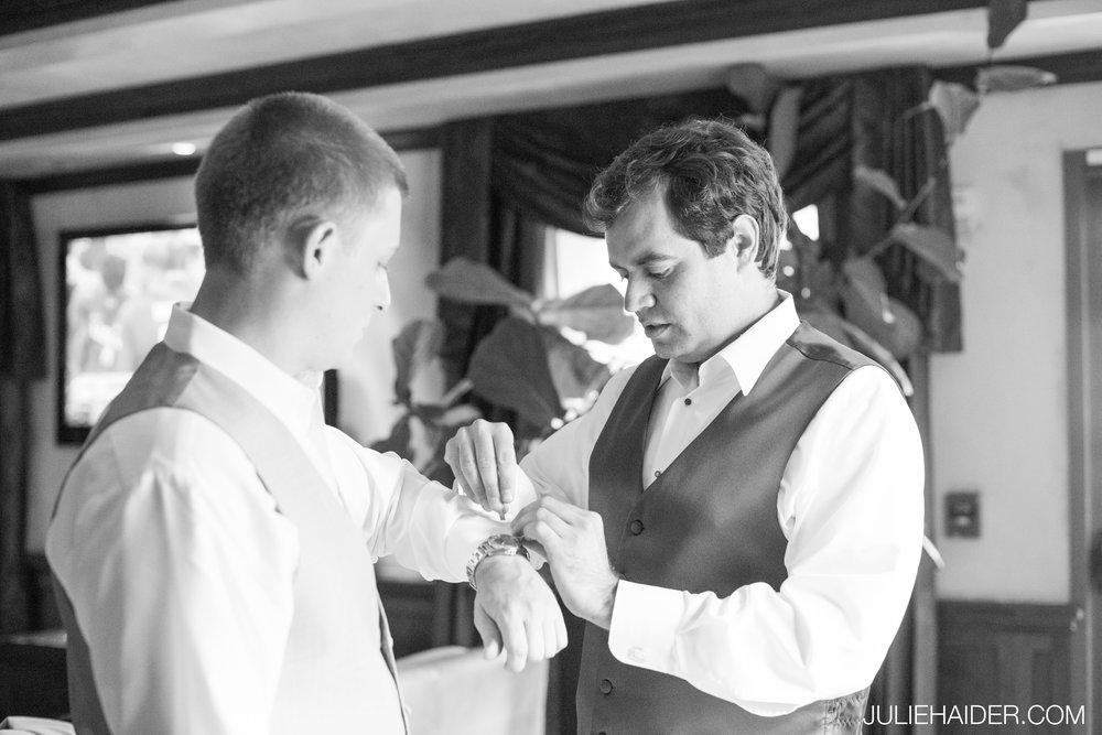 El-Monte-Sagrado-Summer-Intimate-Wedding-Taos-New-Mexico-015.jpg