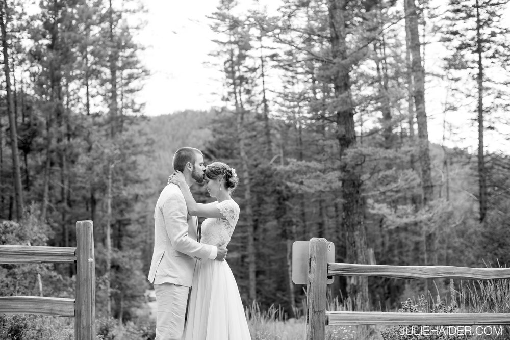 Hyde-State-Park-Santa-Fe-Rustic-Lodge-Mountains-Woodsy-Outdoor-Wedding-068.jpg