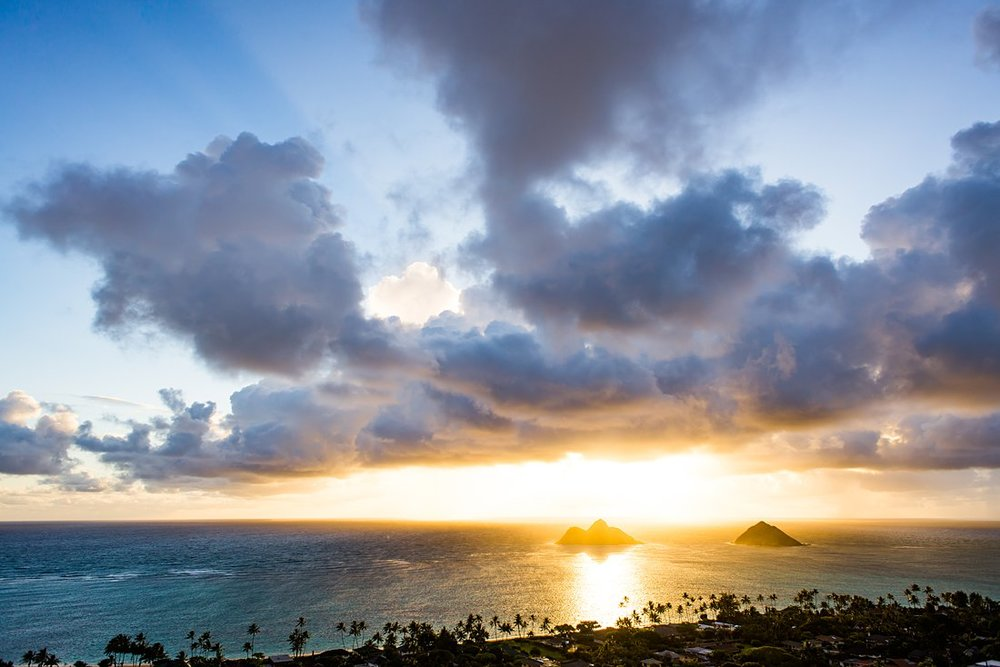 Elopement location for sunrise hike in Hawaii