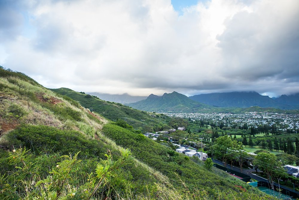 Hawaii is more than just beaches. Elope on a hiking trail instead!
