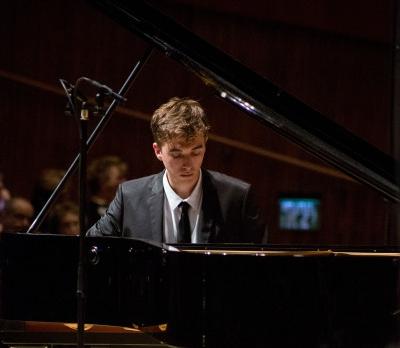 Ilia Lasklin - Piano