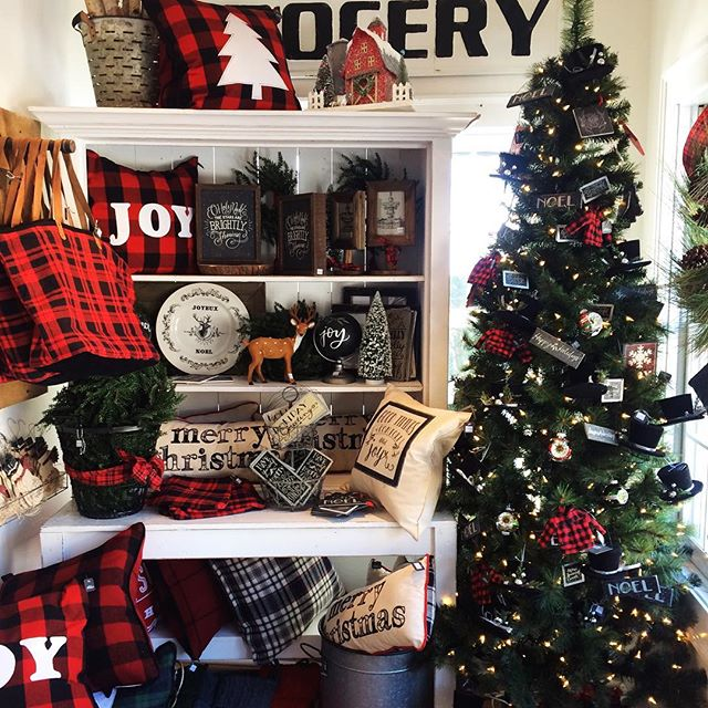 I'll take one of everything please...#christmasshopping #holidayspirit #merrychristmas #letitsnow #farmhousedecor #allthepretty #buffalocheckplaid #christmastree