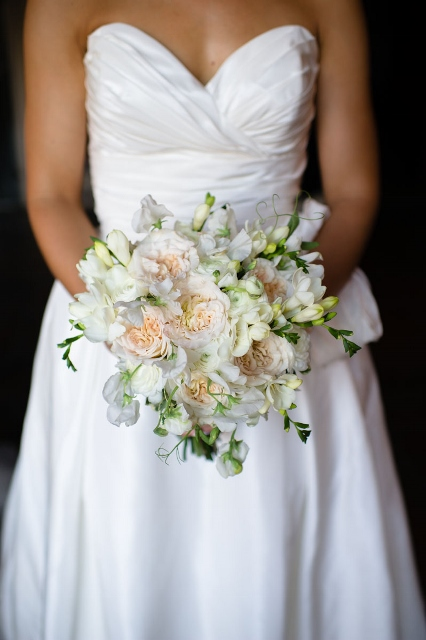Simple Garden Flowers via Leslie Reese #weddings