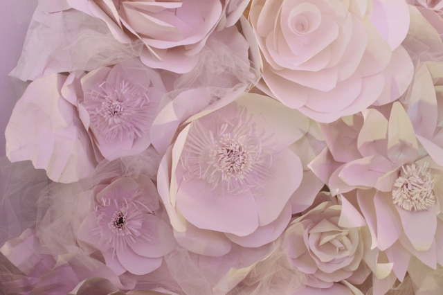 Paper flower wall diy leslie co flower wall diy via leslie reese 14 640x426 mightylinksfo