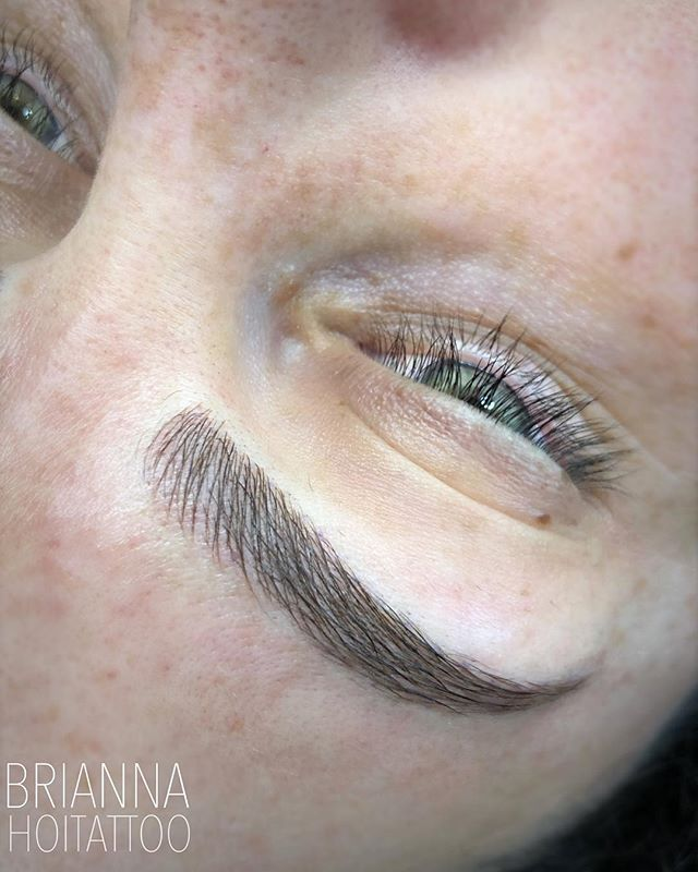 Some fresh strokes that blend oh so nicely with her natural hair! . . artist | @bri.hoitattoo  studio | @hoitattoo  technique | microblading . . Online books - WWW.HOITATTOO.COM