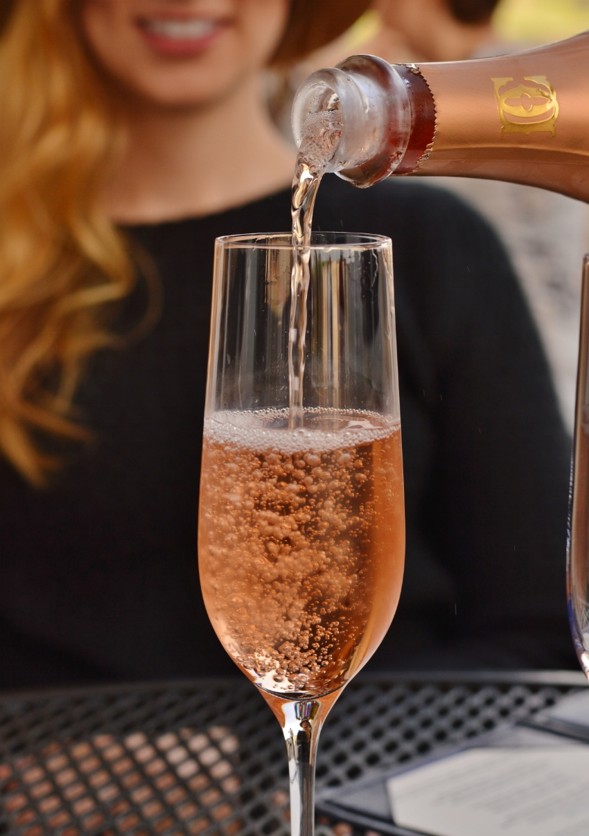 There is nothing that can bring a smile to a girls face like a sparkling rosé‬