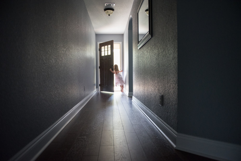 girl opening door- Navarre Lifestyle In-home Photographer