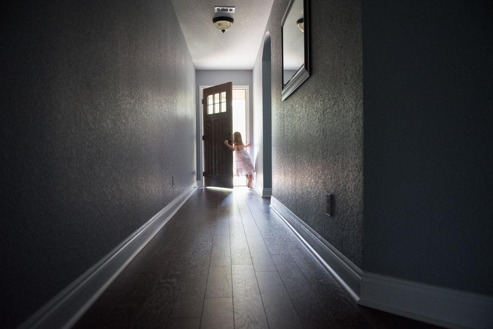 girl opening door- Navarre Lifestyle In-home Photographer