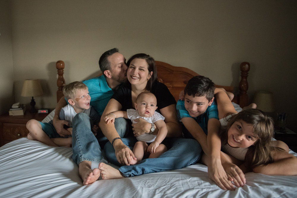 large family on bed-Gulf Breeze Lifestyle Photographer
