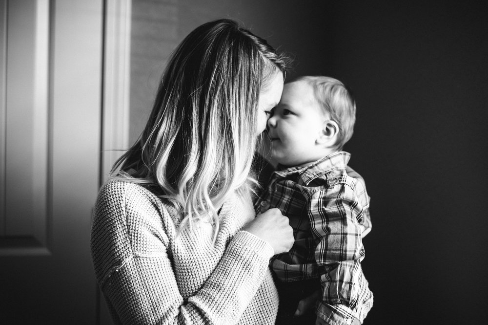 mon with baby gazing-Navarre In-home Lifestyle Photographer