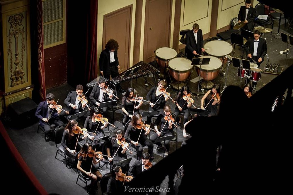 An aerial shot of the violins and percussion in Cordoba