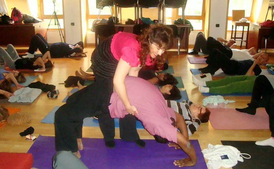 Devi assisting Yogan in Chakrasana, Mohanji's Retreat in Andrevlje, Serbia, 2013.jpeg