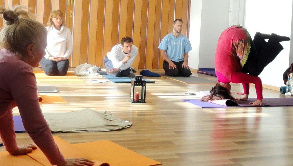 Kapalasana demonstration by Devi during Yoga seminar in Split, Croatia, 2015.jpg