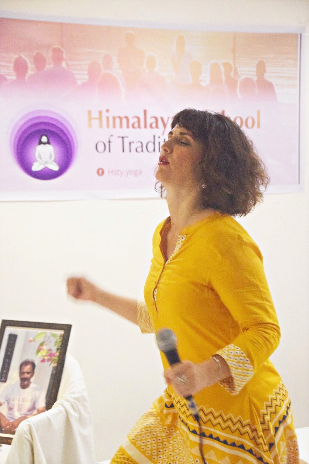 Devi leading CDancing in Shridi 1.jpg