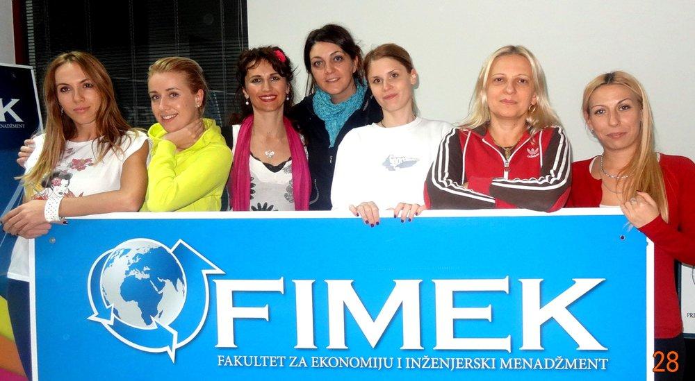 U zagrljaj Sebi - grupna fotka na kraju seminara na FIMEK-u.jpg