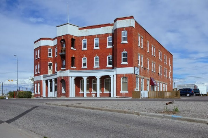 The former Ogden Hotel and the Alyth Lodge is a heritage building in Millican-Ogden-Lynnwood. (Photo source: Mapio.net)