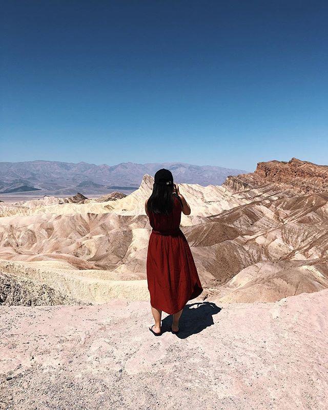 Zabriskie Point 🔥 . . . . #lifeofadventure #folkscenery #moodygrams #passionpassport #travel #voyageursdumonde #myfeatureshoot #mytinyatlas #createcommune #createexplore #lesfrancaisvoyagent #shotoniphonex #vscox #art #sunset #vsco #usa #travel #california #roadtrip #desert #deathvalley