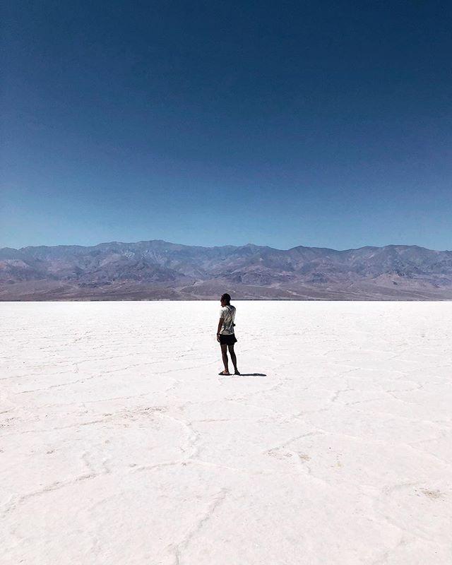 Bad Water, #california 🇺🇸 . . . #lifeofadventure #folkscenery #moodygrams #passionpassport #travel #voyageursdumonde #myfeatureshoot #mytinyatlas #createcommune #createexplore #lesfrancaisvoyagent #shotoniphonex #vscox #art #sunset #vsco #usa #travel #roadtrip #desert #deathvalley