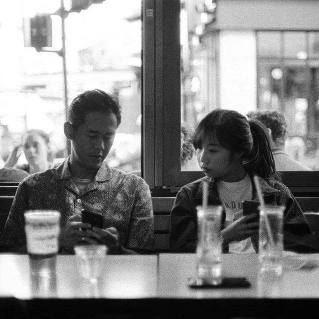 Encore du noir et blanc  Canon A-E1 / Ilford HP5 . . . #filmisnotdead #analog #35mm #canonae1 #ilfordhp5 #ishootfilm #grainisgood #portrait #bw