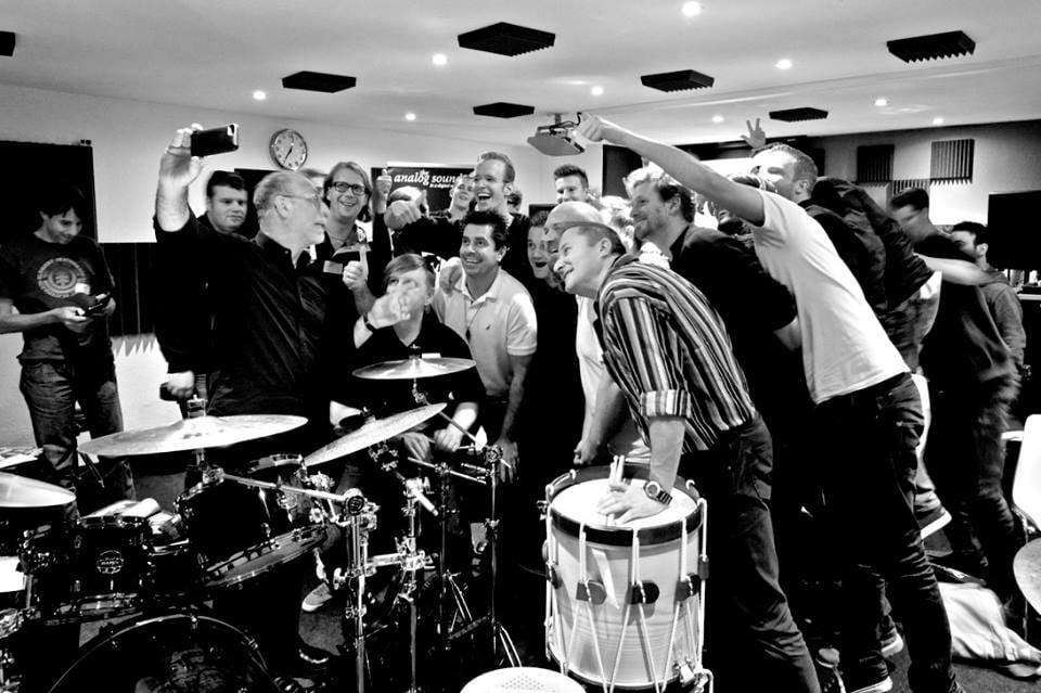 drum-day-group-selfie-making-of.jpg