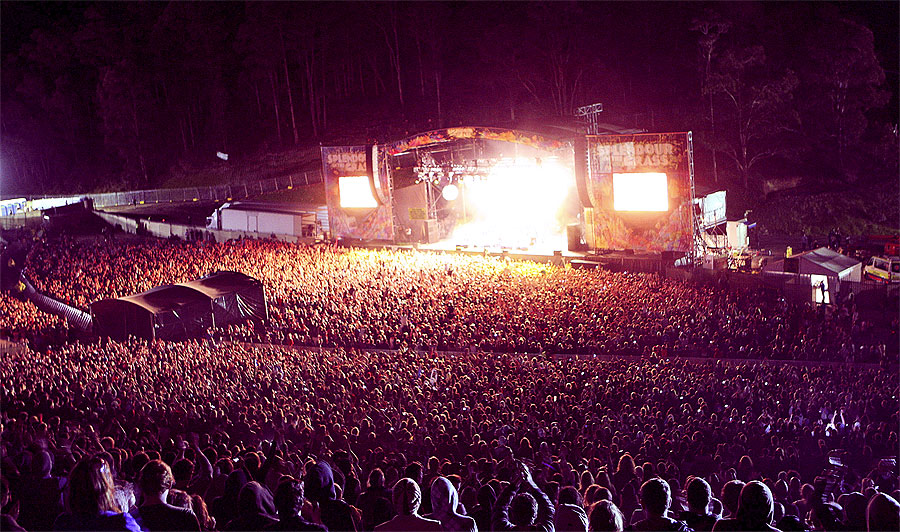 Splendour in the Grass - have your artwork viewed by up to 30,000 people!