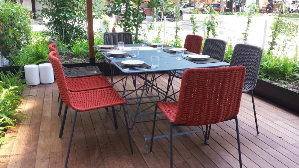 AELAND - exterior-restaurante-negro-rojobarcelona.jpg