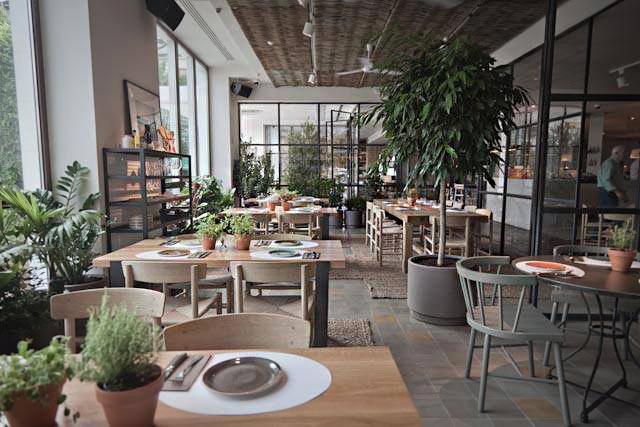 AELAND - restaurante-ana-la-santa-hotel-me-reina-victoria.-madrid2.jpg
