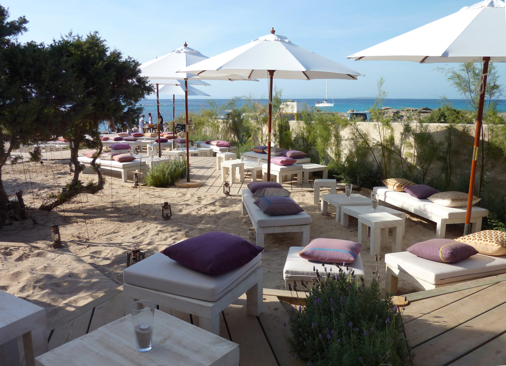 AELAND - beach bar_decoration_garden.jpg