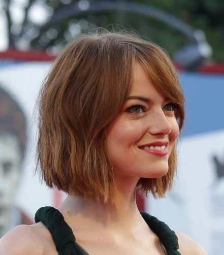 Emma Stone wavy bob with a bang.jpg