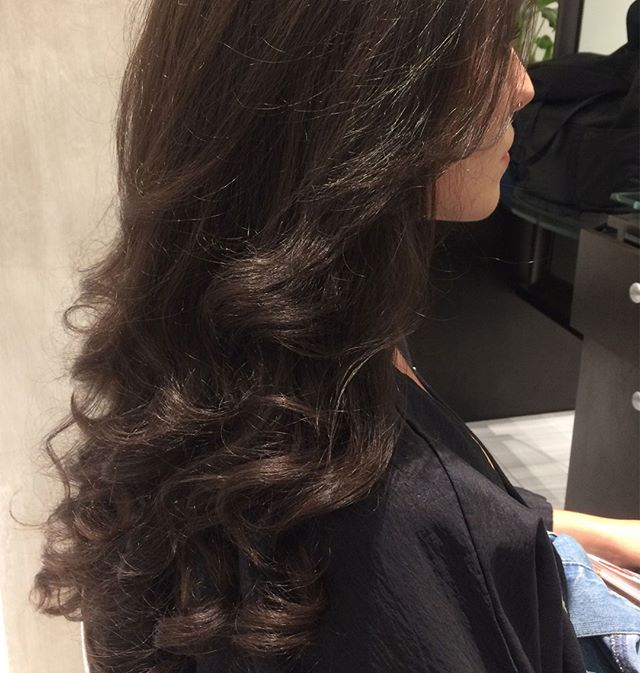 Beautiful hair by Dinah at Midtown⠀⠀⠀⠀⠀⠀⠀⠀⠀ .⠀⠀⠀⠀⠀⠀⠀⠀⠀ .⠀⠀⠀⠀⠀⠀⠀⠀⠀ .⠀⠀⠀⠀⠀⠀⠀⠀⠀ #blowdry #curls #beauty #hair #riccardomaggioresalon