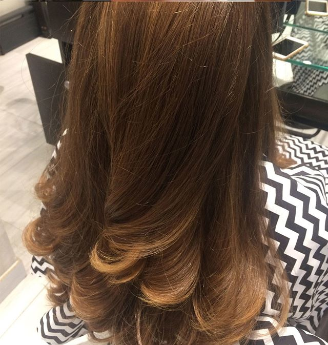 Another hair shot by Dinah at Midtown⠀⠀⠀⠀⠀⠀⠀⠀⠀ .⠀⠀⠀⠀⠀⠀⠀⠀⠀ .⠀⠀⠀⠀⠀⠀⠀⠀⠀ .⠀⠀⠀⠀⠀⠀⠀⠀⠀ #blowdry #curls #beauty #hair #riccardomaggioresalon