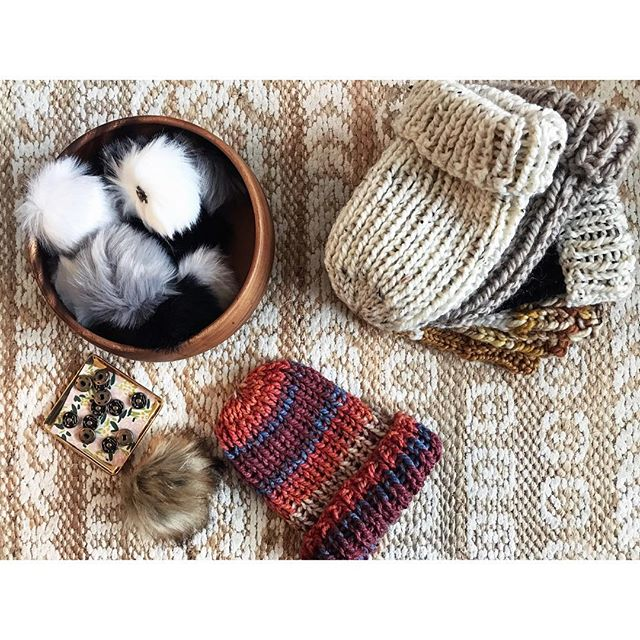 Pom Pom time 🧶 . . . #threesistersupply #handknits #lovehandmade #chunkyknits #furpompom #cozybabes #locallove #shopsmall #vintagebazaarnewengland #gettingready #holidayseason #holidaygifts #peaceandlove