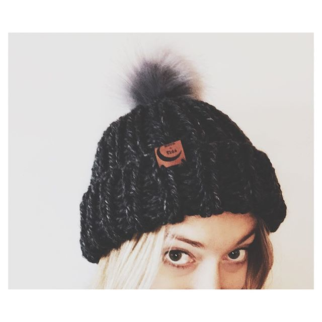Hey guys 😂👀 New chunky beanies add to the website!! #linkinbio ❤️ . . . #threesistersupply #moonandtide #handknit #chunkyknits #madeinmaine #lovehandmade #smallbusinesssaturday #locallove #fauxfur #pompom #trendingnow #holidaygifts #tistheseason #treatyoself #happyholidays #peaceandlove
