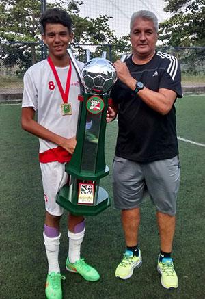 E PARA FINALIZAR: parabéns ao Arousa, campeao carioca sub15, do craque Gabriel, acompanhado do paizao Marcelo Grisalho.