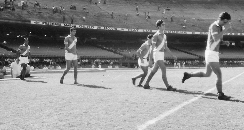 Na ordem de entrada Gerson, Canolongo, Pellicano e Tuca, no Maracanã, em 66, na preliminar de Brasil x Checoslováquia.