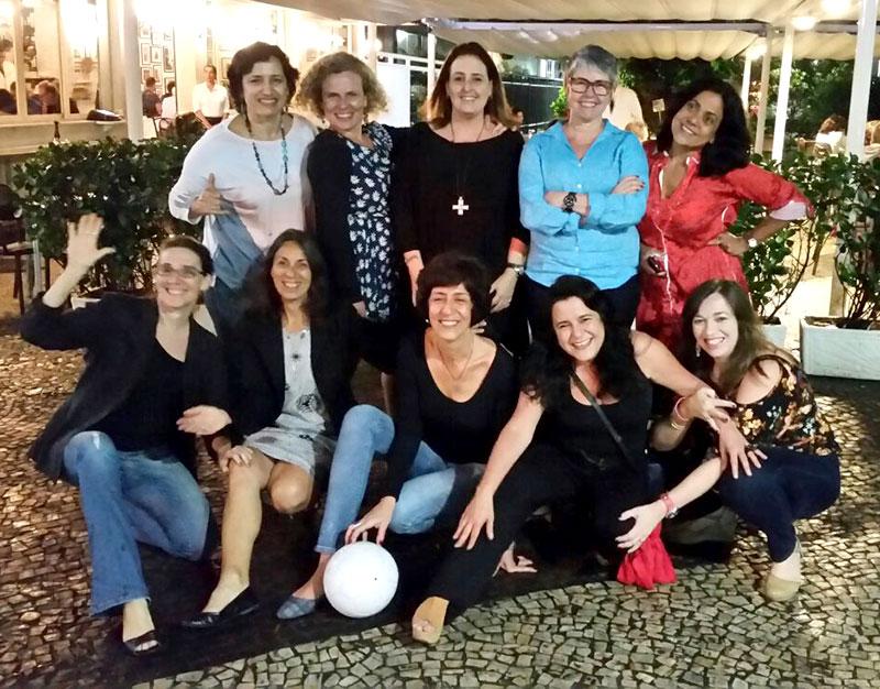 23 anos depois... Malu Fernandes (substituindo Françoise Imbroise), Daniella Sholl, Mariucha Moneró e Fabiana Sobral. Abaixadas: Isabela Kassow, Marcia Penna Firme, Eliane Bardanachivili, Leila Youssef e Leila Magalhães.