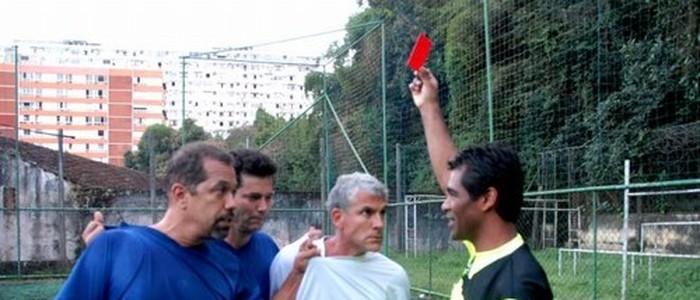 Na foto, Tico, Álvaro e Bacana tentando intimidar o experiente Índio.