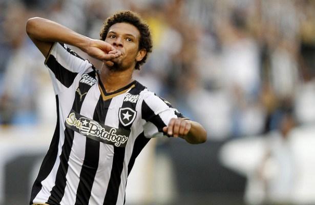 William Arão comemora um gol pelo Botafogo