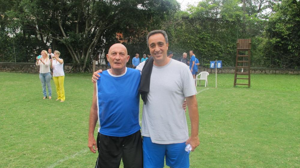 Zé Neto posa ao lado de Sergio Pugliese no Clube dos 30, em São Conrado (Foto:Reyes de Sá Viana do Castelo
