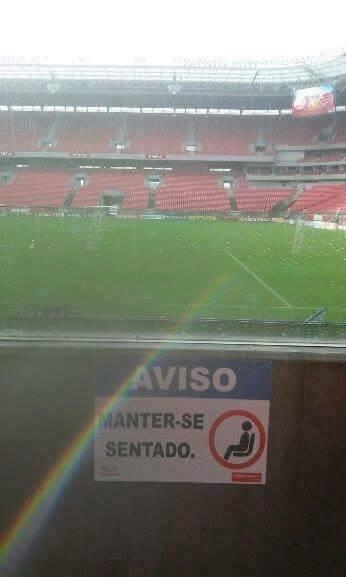Placa na Arena Pernambuco (Foto: Diogo Amaral)