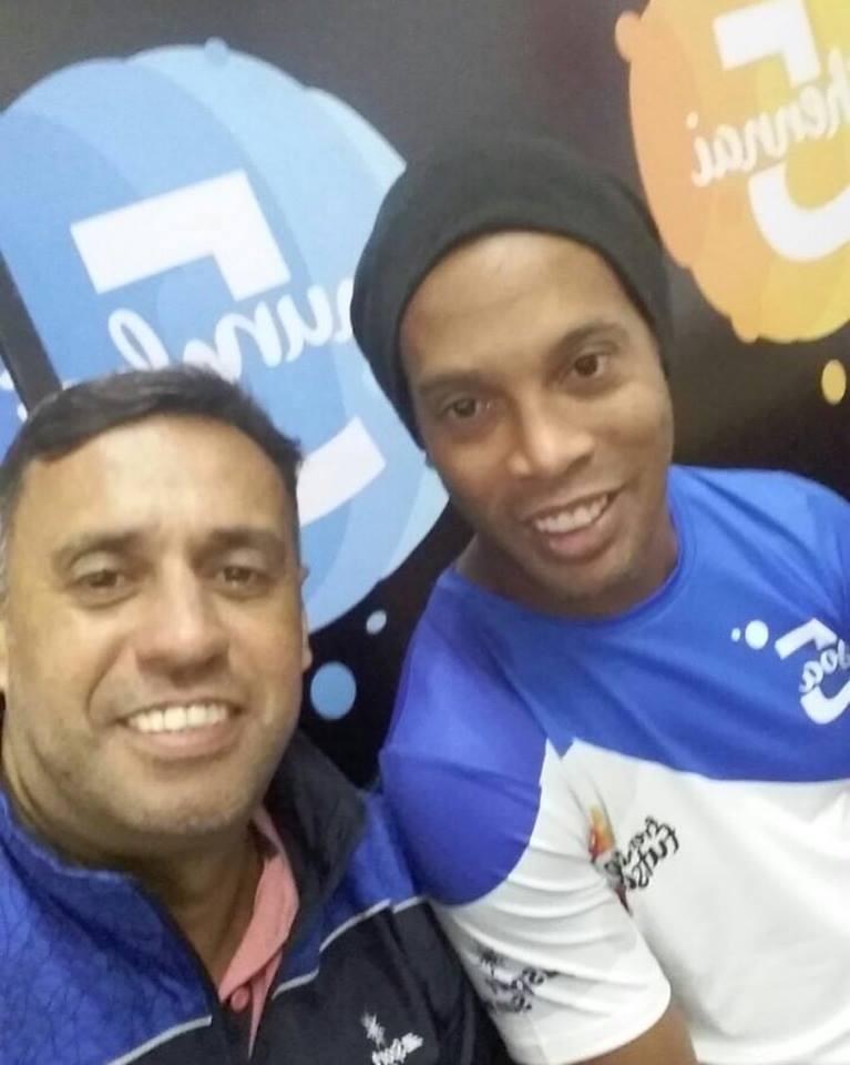Ronaldinho tira foto com Bocão