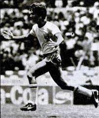 Bebeto comemora um de seus gols