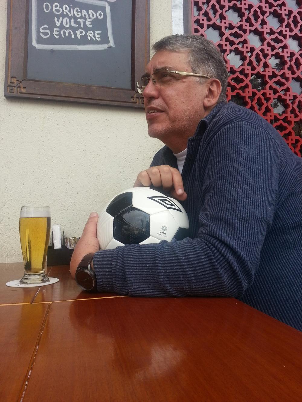 Fominha, Mauro Ferreira não desgruda da bola (Foto: Claudio Duarte