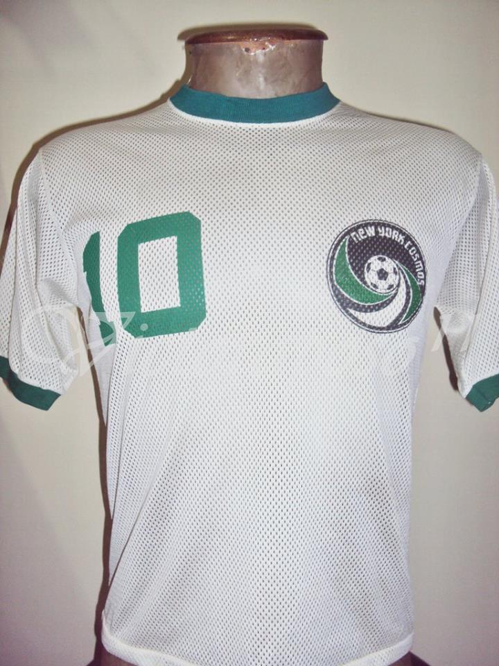 Camisa do Cosmos usada por Pelé