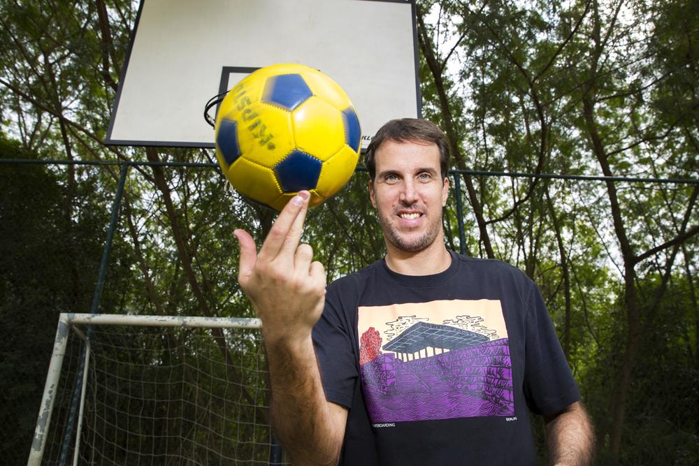 Marcelinho mostra habilidade com a bola
