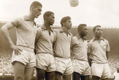Ataque da seleção naquele jogo histórico:  Julinho, Didi, Henrique, Pelé e Canhoteiro.