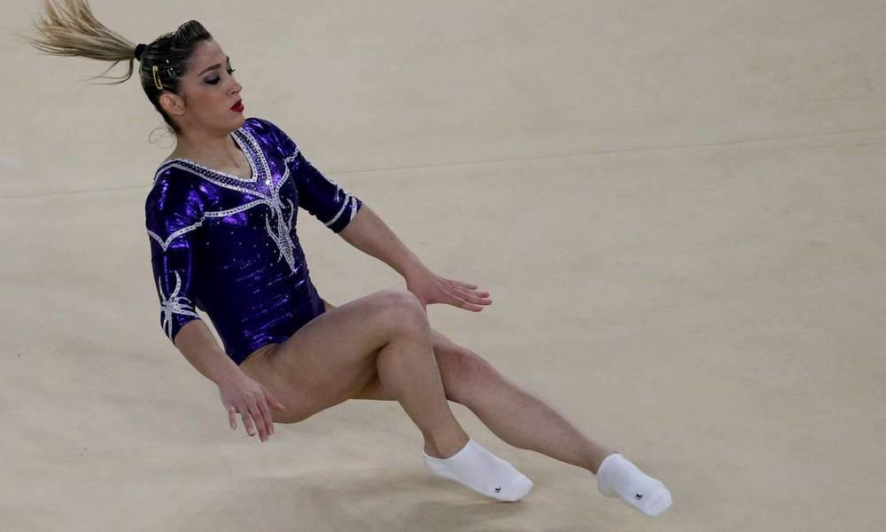 Daniele Hypolito cai durante a apresentação nas Olimpíadas