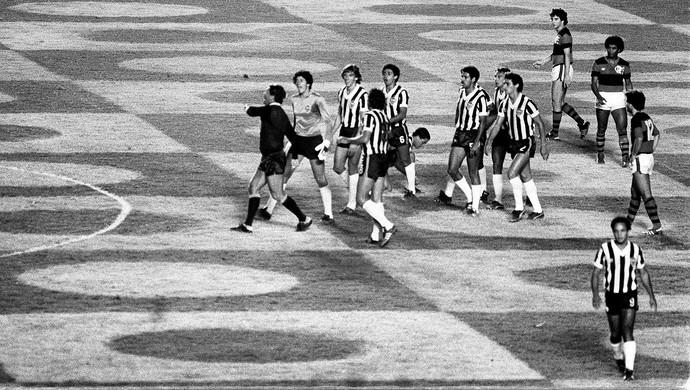 Momento das polêmicas expulsões no jogo entre Flamengo e Atlético-MG
