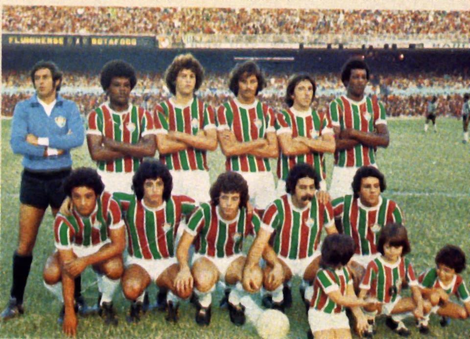 Da esquerda para a direita, em pé: Félix, Toninho Baiano, Edinho, Silveira, Zé Mário e Marco Antonio. Agachados: Gil, Kleber, Manfrini, Rivellino e Zé Roberto